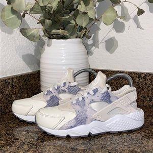 Nike Air Huarache Run women's Sneakers shoe